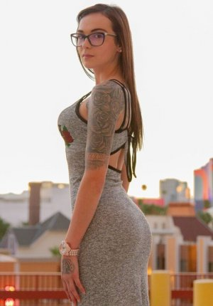 Eleonora casual sex & escort